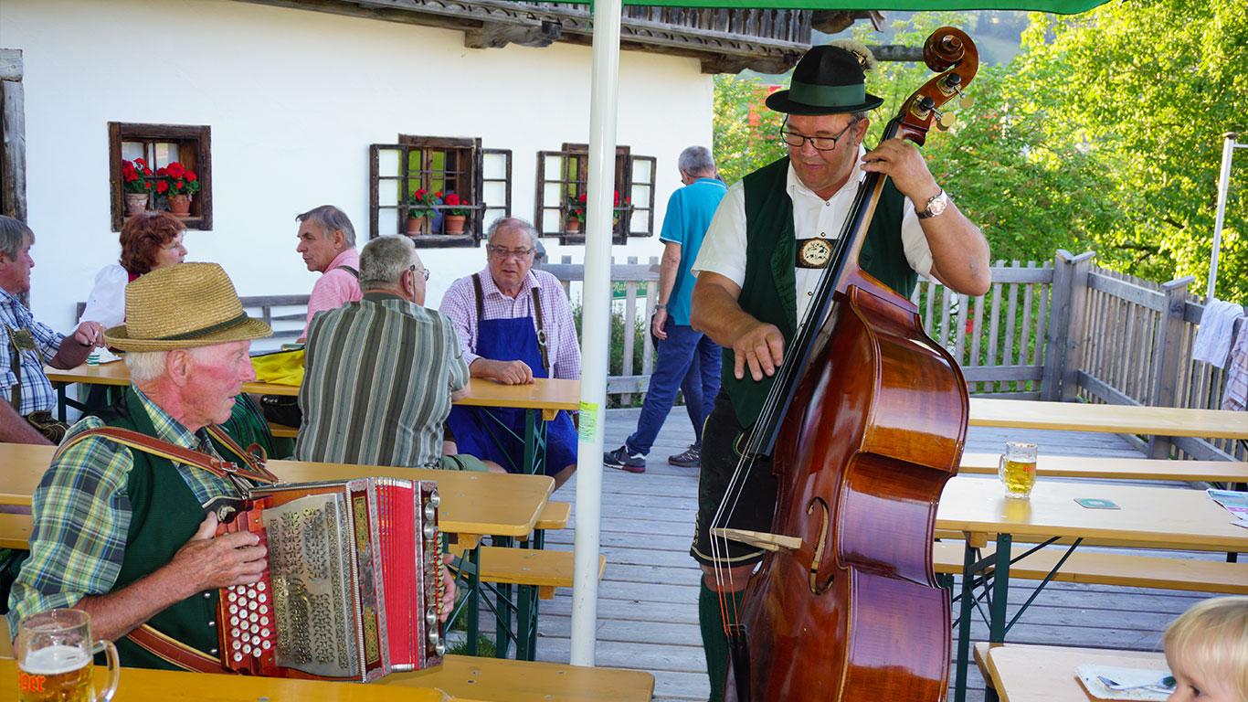 Musizieren auf der Terrasse